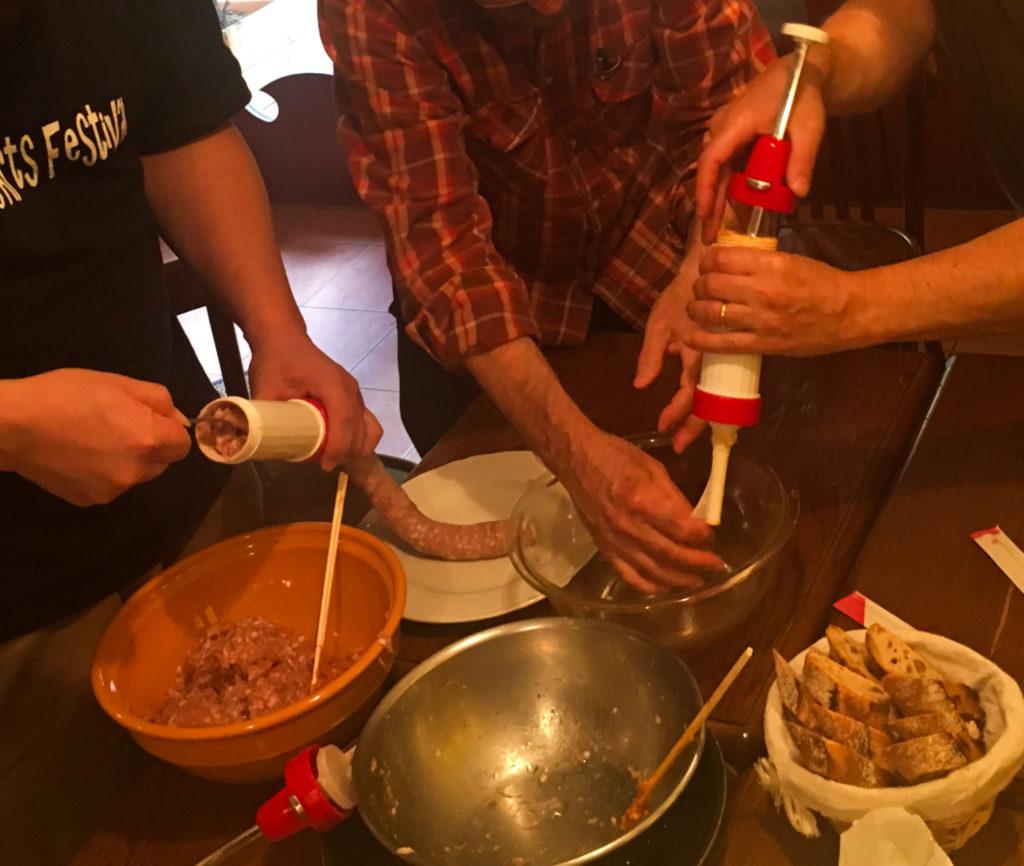 エスパス・ア・午後の料理のアトリエでの調理風景。